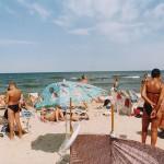 Wypoczynek nad morzem bałtyckim. Plaża pełna ludzi