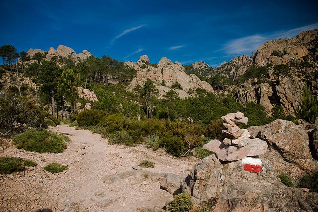Wymagający trekking szlakiem GR20 na Korsyce.