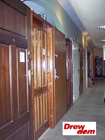 Nowe okna drewniane i ich dobór.