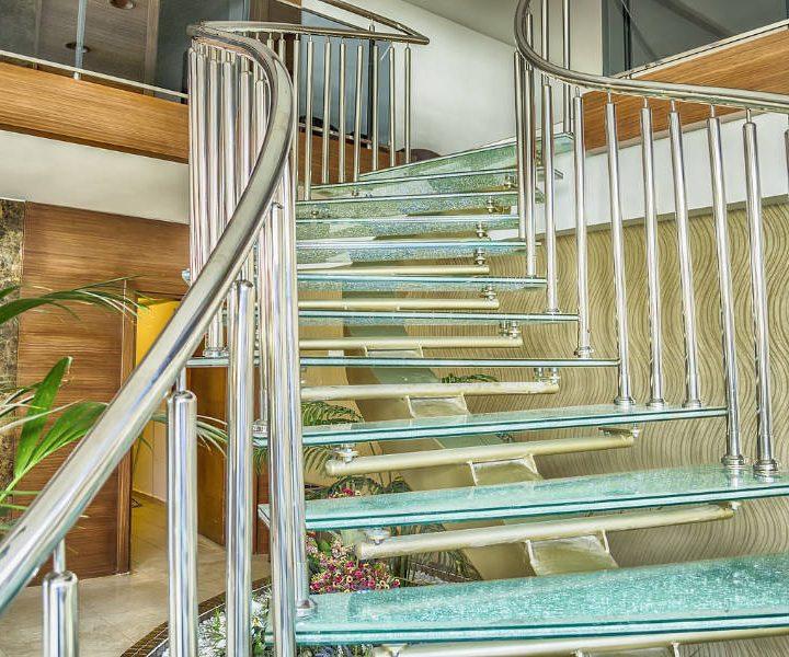 Czy szklane schody to bezpieczne rozwiązanie?